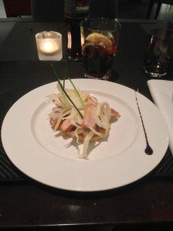 Victor Cafe : Entrée : Tatin d'espadon au soja, croquant de fenouil