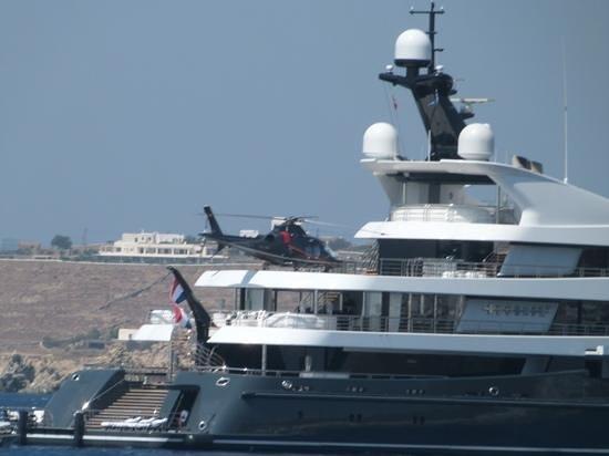 Rocabella Mykonos Art Hotel & SPA: Putins Yacht