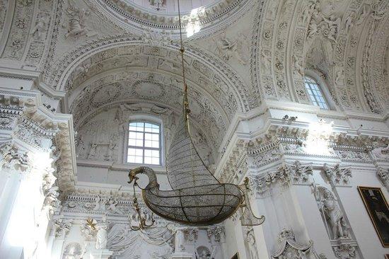 Vilnius City Tour : Inside St Peter and St Pauls
