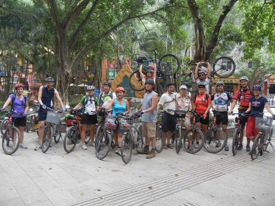 The Hutong - Culture Exchange Center : Yunnan Bikers, Oct 2013