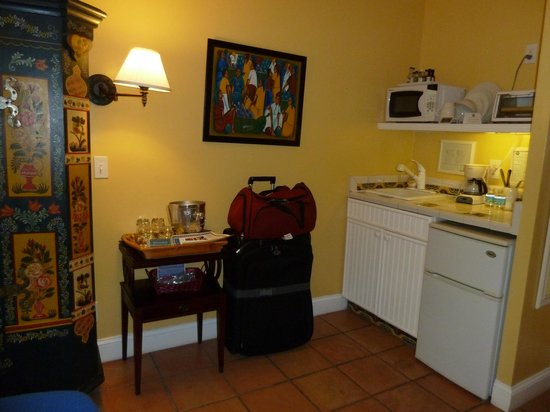 The Caribbean Court Boutique Hotel: Kitchen area