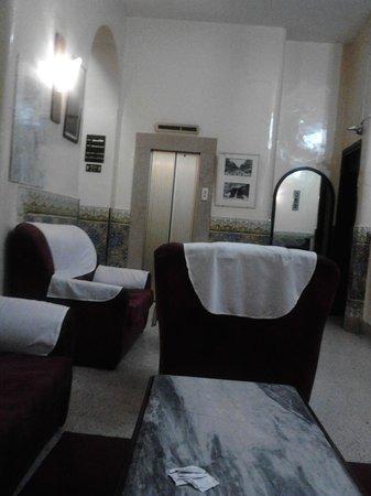 hall d 39 entr e photo de la maison doree tunis tripadvisor. Black Bedroom Furniture Sets. Home Design Ideas