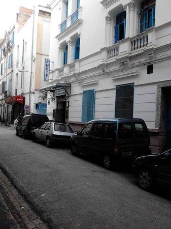 La Maison Doree: Rue menant à l'Hôtel