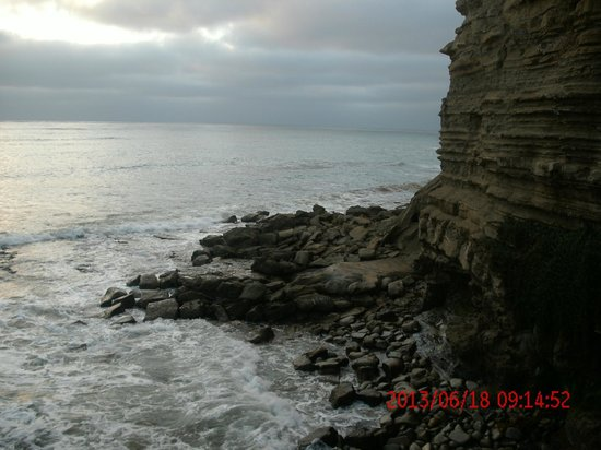 Sunset Cliffs Natural Park: view from down the cliffs