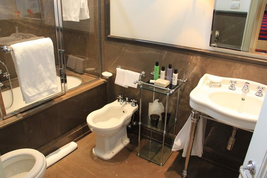 Palazzo Vecchietti Suites and Studios : Bathroom