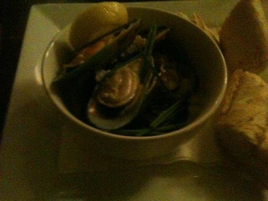 Staffordshire Knot Inn: green lipped mussels starter