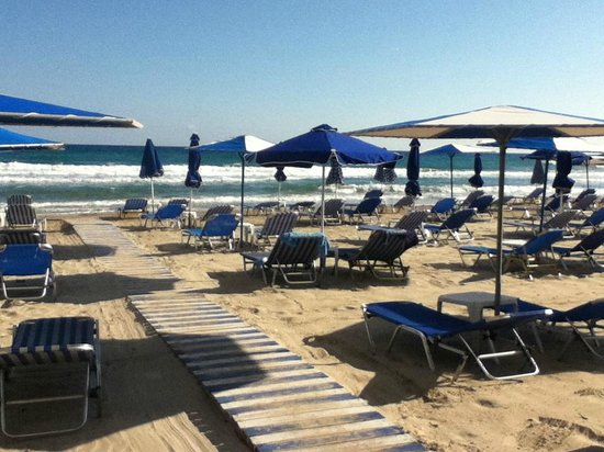 Nikos Studios: empty beach