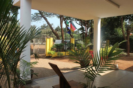 Hartebeest View Lodge: View to the garden