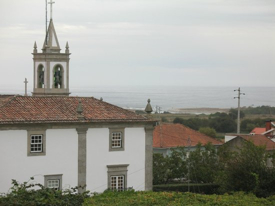 Quinta do Monteverde: View beuond house and church to the coast