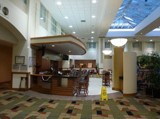Embassy Suites by Hilton Boston - at Logan Airport : Bar