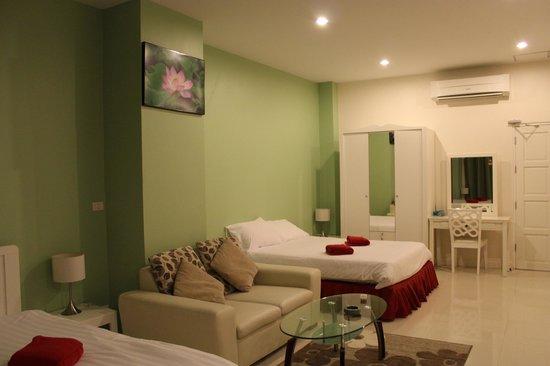 Villareal Heights: Room