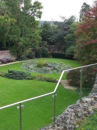 Farnham Castle: garden