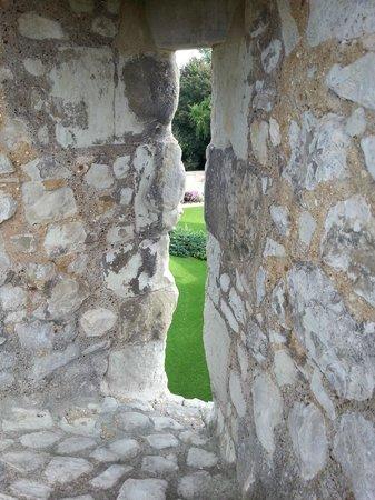 Farnham Castle: arrow slit