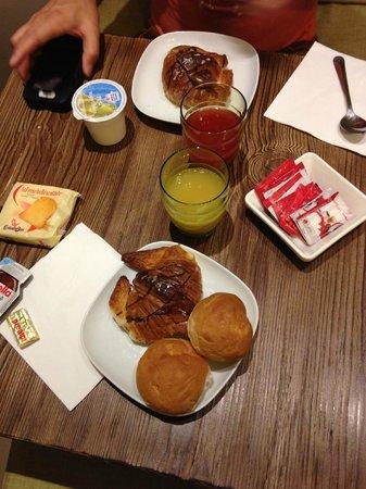 Deseo Home : Breakfast