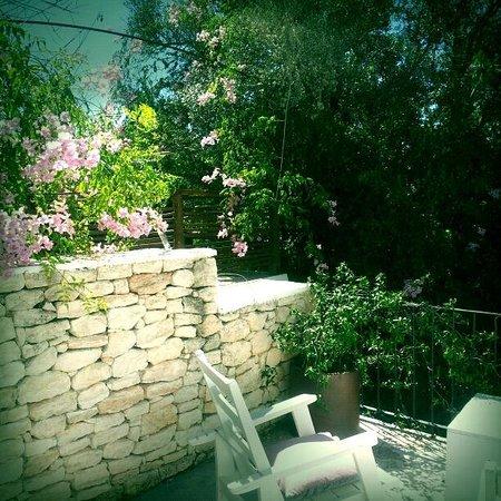 Les Terrasses: The garden