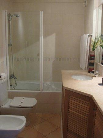 Estrela da Luz: bathroom