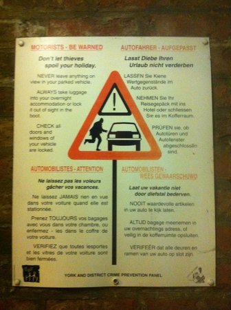 The Newington Hotel: Be aware, theives operate in the carpark! dont park here!