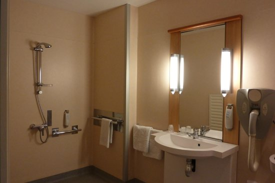 Ibis Toulouse Gare Matabiau: bathroom