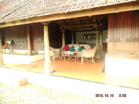 Paradisa Plantation Retreat: Veranda at the villa