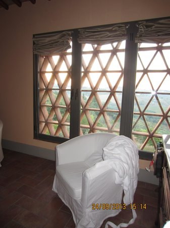 Podere Vigliano: master bedroom window