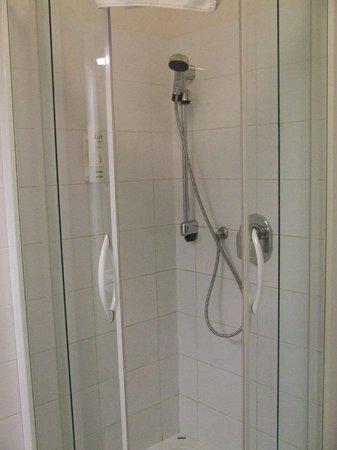 Austria Suites: Ruime badkamer