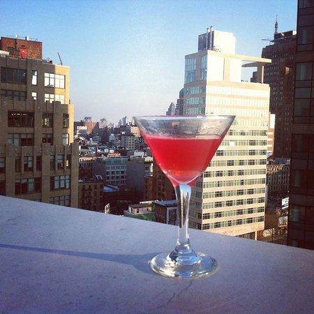 Hampton Inn Manhattan-SoHo: View from the rooftop of hotel (with a cocktail from the bar)