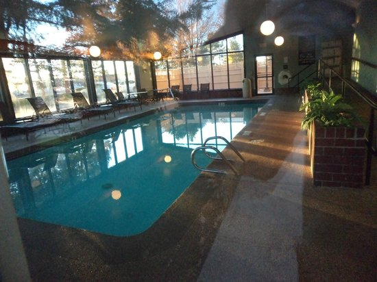 Embassy Suites by Hilton Portland Maine: Indoor Pool