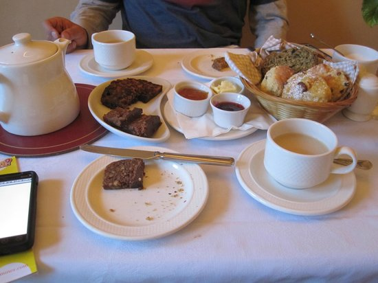Garnish House : Tea, scones, and biscuits