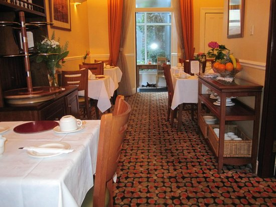 Garnish House: Dining Area