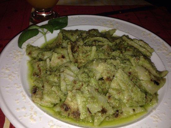 Virgilio Restaurante & Pizzeria: Testaroli della lunigiana con pesto alla genovese (echo con albahaca fresca, almendras tostadas,