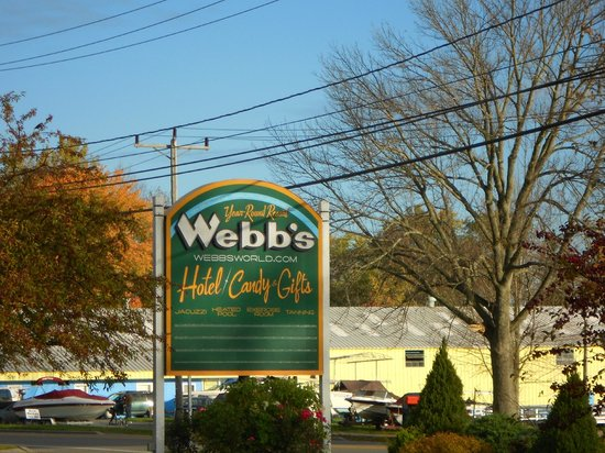 Webbs Year Round Resort: Webb's Sign