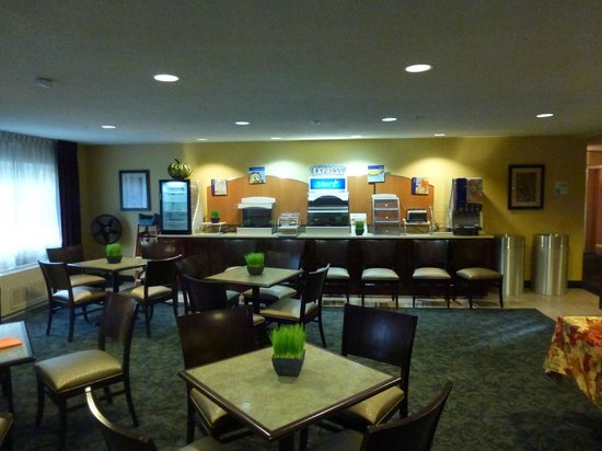 Holiday Inn Express North Conway: Breakfast area