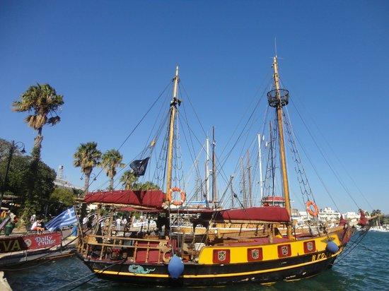 Eva Cruises: barca