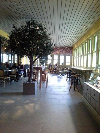 Louie Brown's Bar Kitchen & Deli: Deli/Coffee Shop