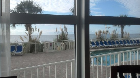 Bay Watch Resort & Conference Center: Blue Room breakfast view.