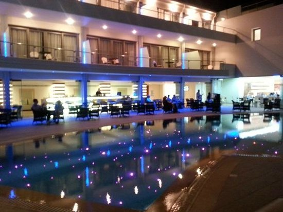 Castello Boutique Resort & Spa: Main pool and bar