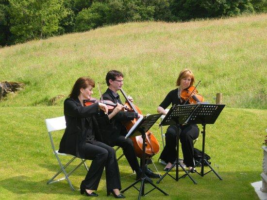 Lodore Falls Hotel : The orchestra