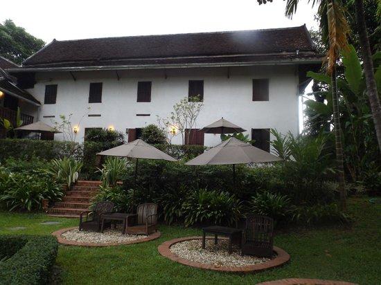 Hotel 3 Nagas Luang Prabang MGallery by Sofitel: vista posterior desde el jardín