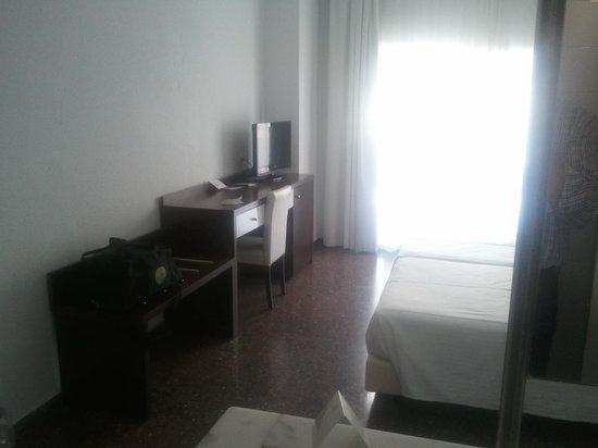 Hotel Fontana Plaza: chambre.