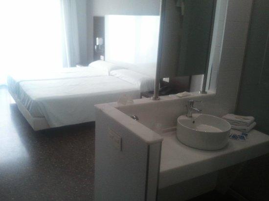 Hotel Fontana Plaza: chambre..
