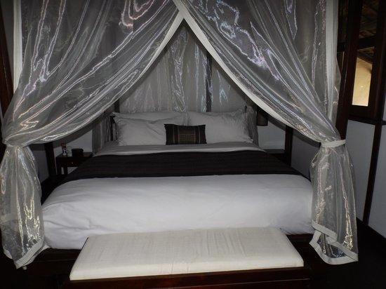 Hotel 3 Nagas Luang Prabang MGallery by Sofitel: La mejor cama del mundo con edredones de seda