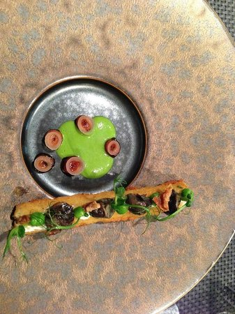 Konstantin Filippou: root vegetable with snails and pea puree