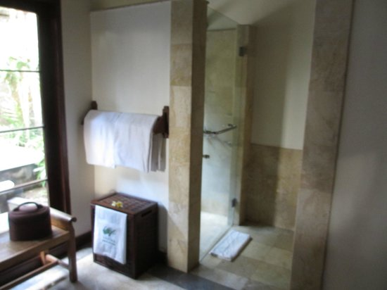 Natura Resort and Spa : Salle de bain intérieure