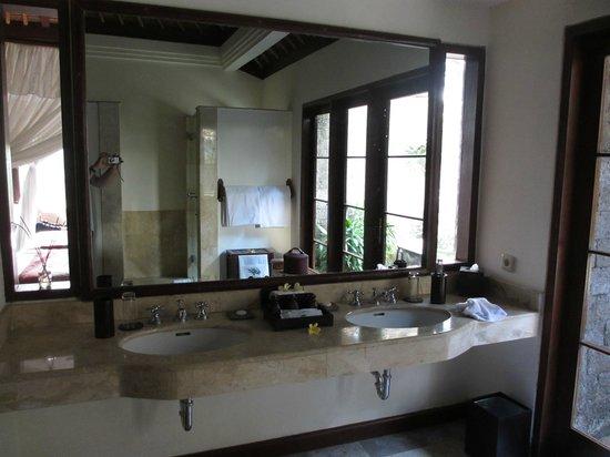Natura Resort and Spa : La salle de bain