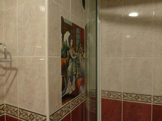 Jimmy's Place : Tiling near the shower recess