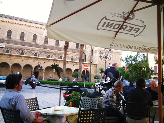 Locanda Re Ruggero : Brekfast in the cafe
