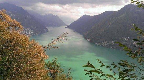Monte San Salvatore: Aussicht aus halbbestiegenem San Salvatore