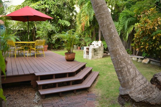 The Conch House Heritage Inn: Delaney backyard