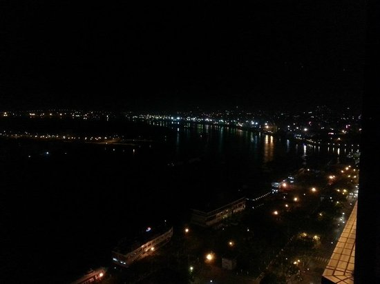 Renaissance Riverside Hotel Saigon : View from the room by night