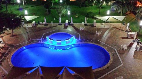 Hotel Helios: Piscina vista desde el balcon